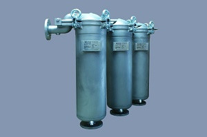 Bag filter housings for cooling lubricant filtration